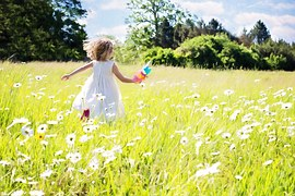 little-girl-running-795505__180